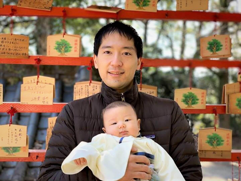 image of yohei yasutake with his baby